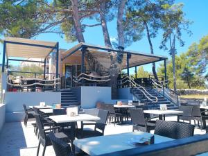 A restaurant or other place to eat at Apartments Mare & Mons Deluxe