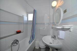 Salle de bains dans l'établissement King Thiras Hotel