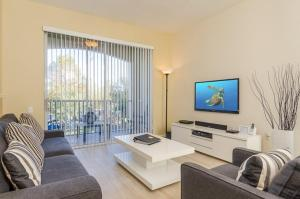 A seating area at Incredible Condo - Just 2 Miles from Disney #201