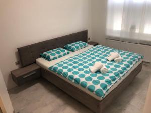 Postel nebo postele na pokoji v ubytování Luxusní apartmán přímo v centru u hotelu Thermal