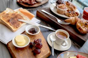 Breakfast options available to guests at The Gateway Inn, Newcastle