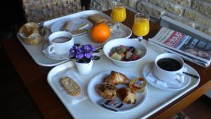 Options de petit-déjeuner proposées aux clients de l'établissement Alpha