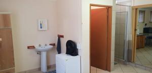 A bathroom at Hartbeespoort Holiday Resort
