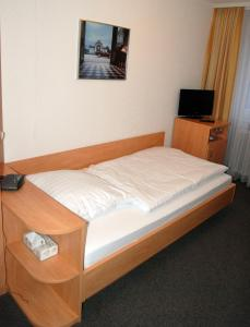 A bed or beds in a room at Gästehaus Ziegler