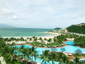 A view of the pool at Vinpearl Resort Nha Trang or nearby