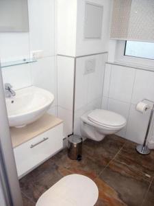 Ein Badezimmer in der Unterkunft Hotel Allee No. 4