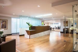 The lobby or reception area at Hilton Guadalajara