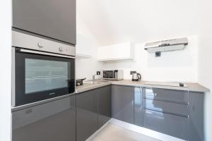A kitchen or kitchenette at Apartments Marando