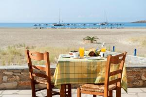 A restaurant or other place to eat at Dimitris Rooms