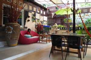 A restaurant or other place to eat at Wiang Kum Kam Resort