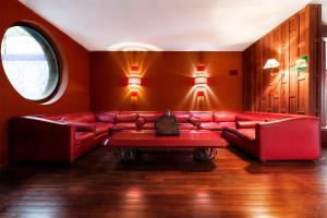 Ein Sitzbereich in der Unterkunft Grand Hotel Colony