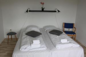 En eller flere senge i et værelse på Motel Viborg