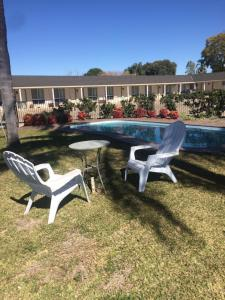 The swimming pool at or near Alexander Motor Inn