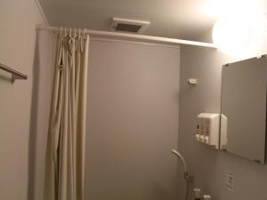 Kamar mandi di Akihabara Hotel 3000