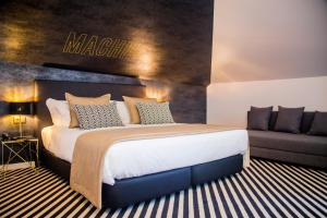 A bed or beds in a room at Thomar Boutique Hotel