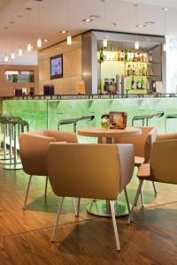 The lounge or bar area at ibis Bochum Zentrum