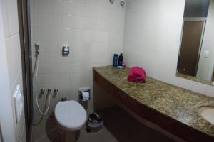 A bathroom at Condominio Ondina Residence
