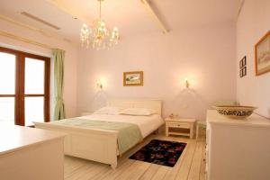 A bed or beds in a room at Arcadia Hotel - Marina Regia Residence