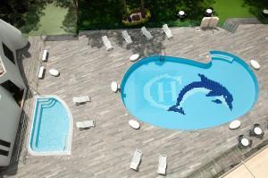 Výhled na bazén z ubytování Giulivo Hotel & Village nebo okolí