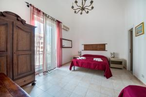 A bed or beds in a room at La Casa dei Limoni