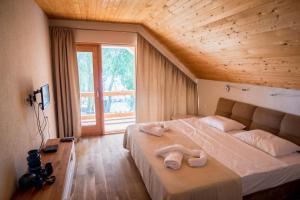 Un pat sau paturi într-o cameră la Living In Delta