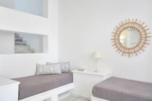 Гостиная зона в Mr. and Mrs. White Paros - Small Luxury Hotels of the World
