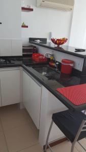 A kitchen or kitchenette at Loft Prainha