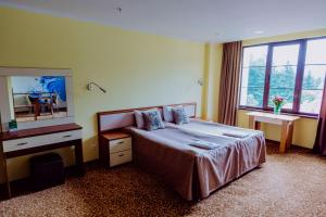 A bed or beds in a room at Bridge Mountain Krasnaya Polyana