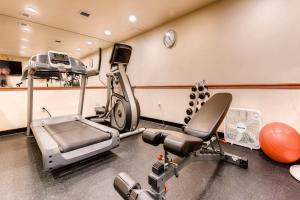 The fitness center and/or fitness facilities at Sitzmark Lodge