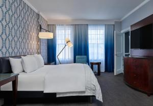 A bed or beds in a room at Le Meridien Dallas, The Stoneleigh