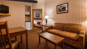 A seating area at Best Western Adirondack Inn