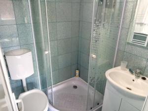 A bathroom at Camere De Inchiriat Carpati