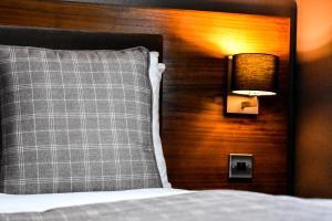 Кровать или кровати в номере Dalziel Park Hotel