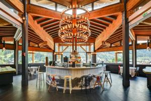 A restaurant or other place to eat at Alpina Eclectic Hotel