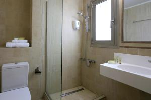 Ένα μπάνιο στο Hotel Almira
