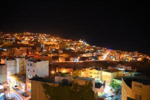 Загальний вид на місто Ваді-Муса або вид на місто з цей готель
