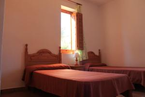 A bed or beds in a room at Casas Rurales El Cañar