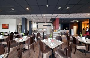 A restaurant or other place to eat at Hotel Belmondo Hamburg Hbf