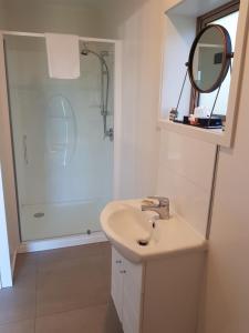 A bathroom at Murchison View Studio