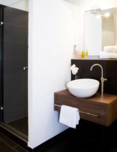 A bathroom at Ringhotel Nassau-Oranien