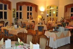 Ein Restaurant oder anderes Speiselokal in der Unterkunft Schlosshotel am Hainich