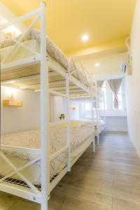 A bunk bed or bunk beds in a room at Hualien Bird's House Hostel