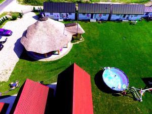 Widok na basen w obiekcie Bajkowa Gąska lub jego pobliżu