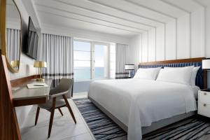 A bed or beds in a room at Cadillac Hotel & Beach Club, Autograph Collection