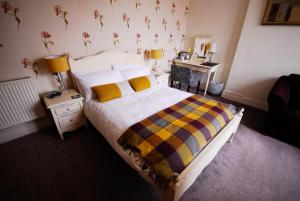 A bed or beds in a room at Kilmorey Lodge