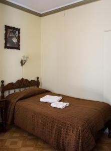A bed or beds in a room at Hostal Sucre