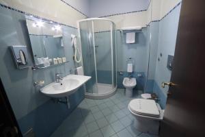 A bathroom at Hotel Teocrito