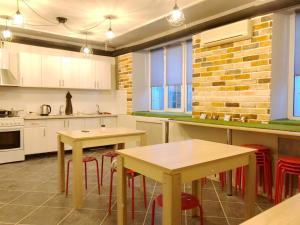 Кухня или мини-кухня в Капсульный хостел Yes Sport