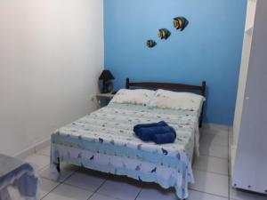Cama ou camas em um quarto em Abelhinhas Residencial Camburi Pousada