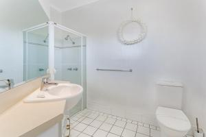 A bathroom at Zenith Unit 7 - Shoal Bay